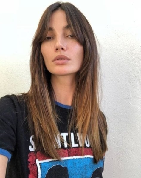 model lily aldridge with shoulder length brunette hair with honey brown ends and split bangs