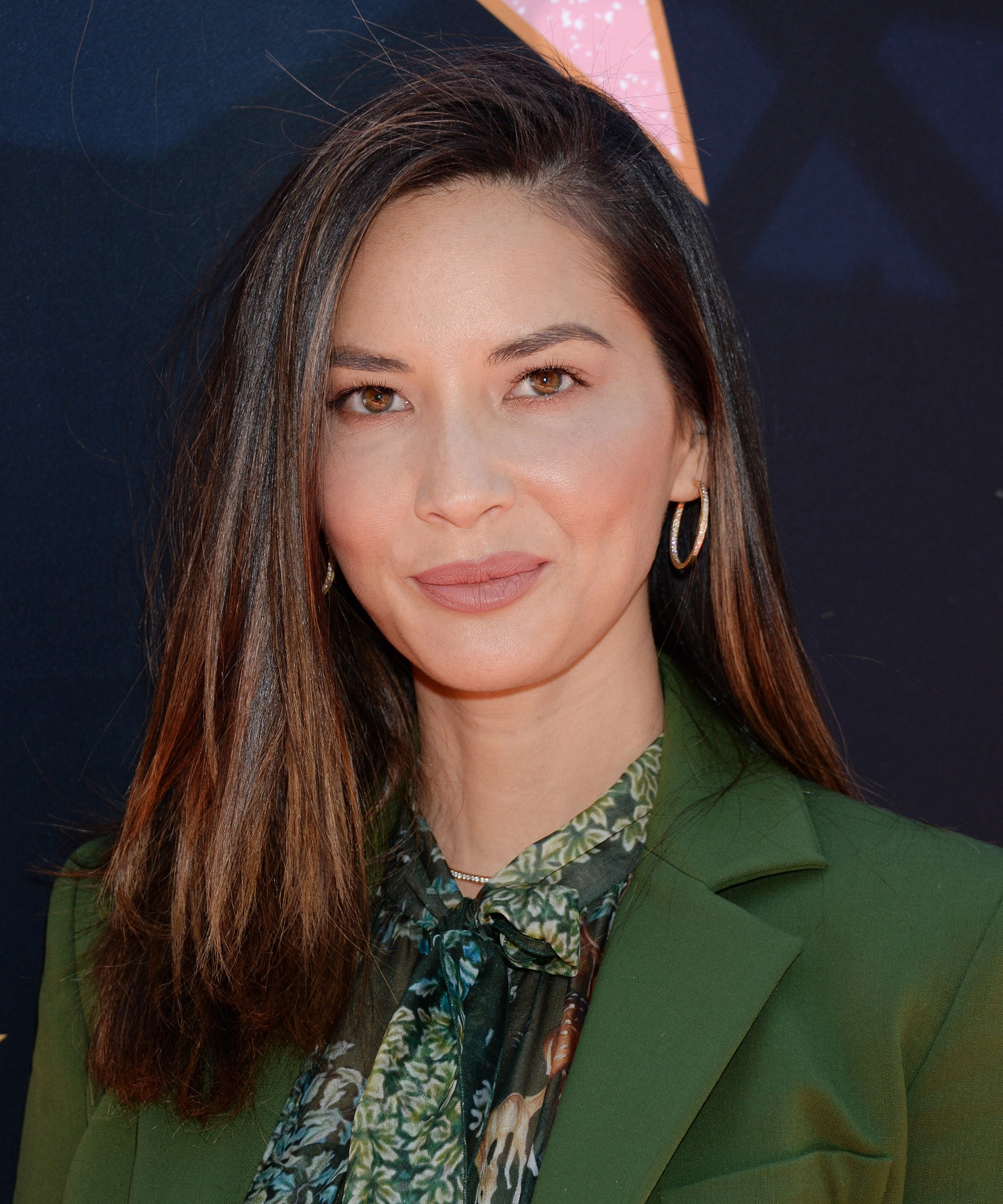 olivia munn with shoulder length straight chestnut brown hair with lowlights styled to one side with a side parting