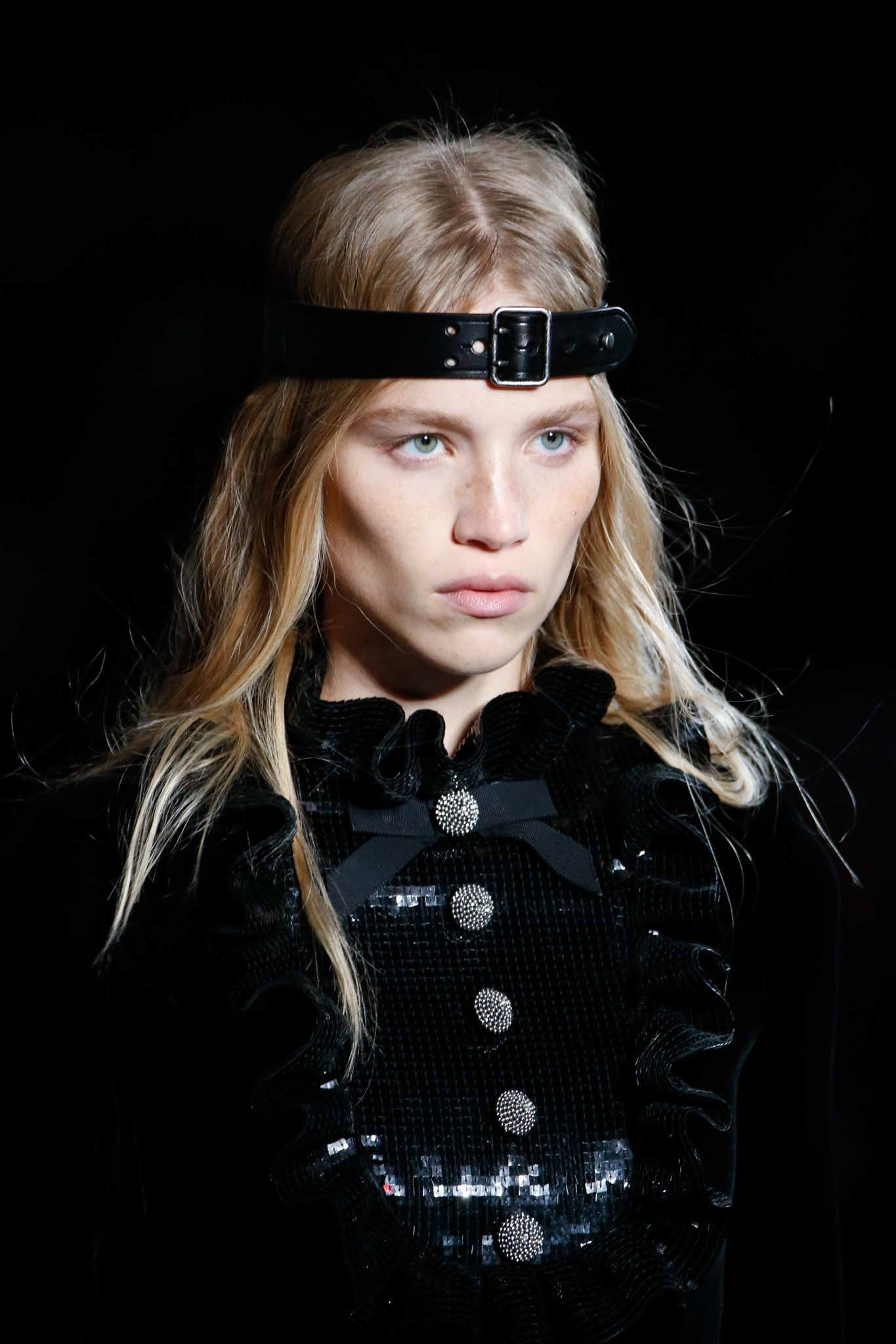 Headband and bandana hairstyles: Model with blonde straight long hair wearing a belted headband and all black outfit.
