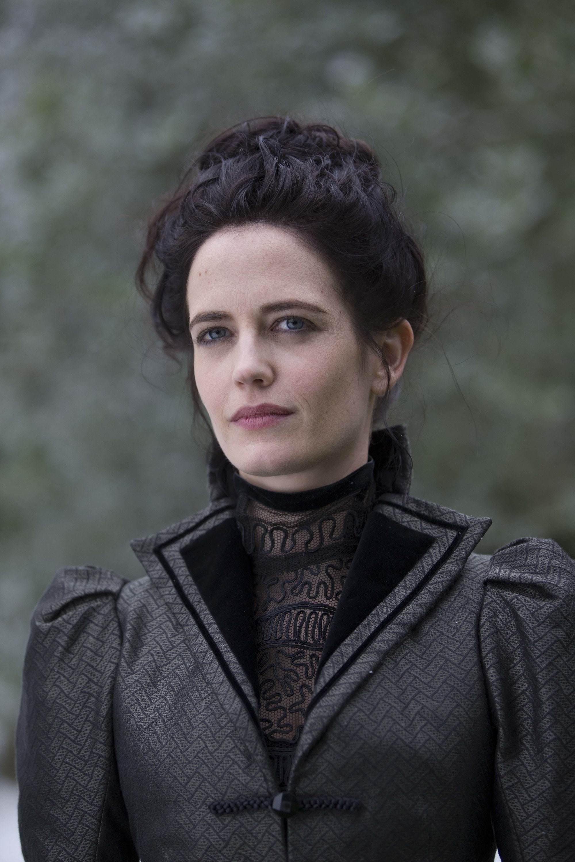 Victorian hairstyles: Close-up from the tv show Penny Dreadful of a brunette wearing