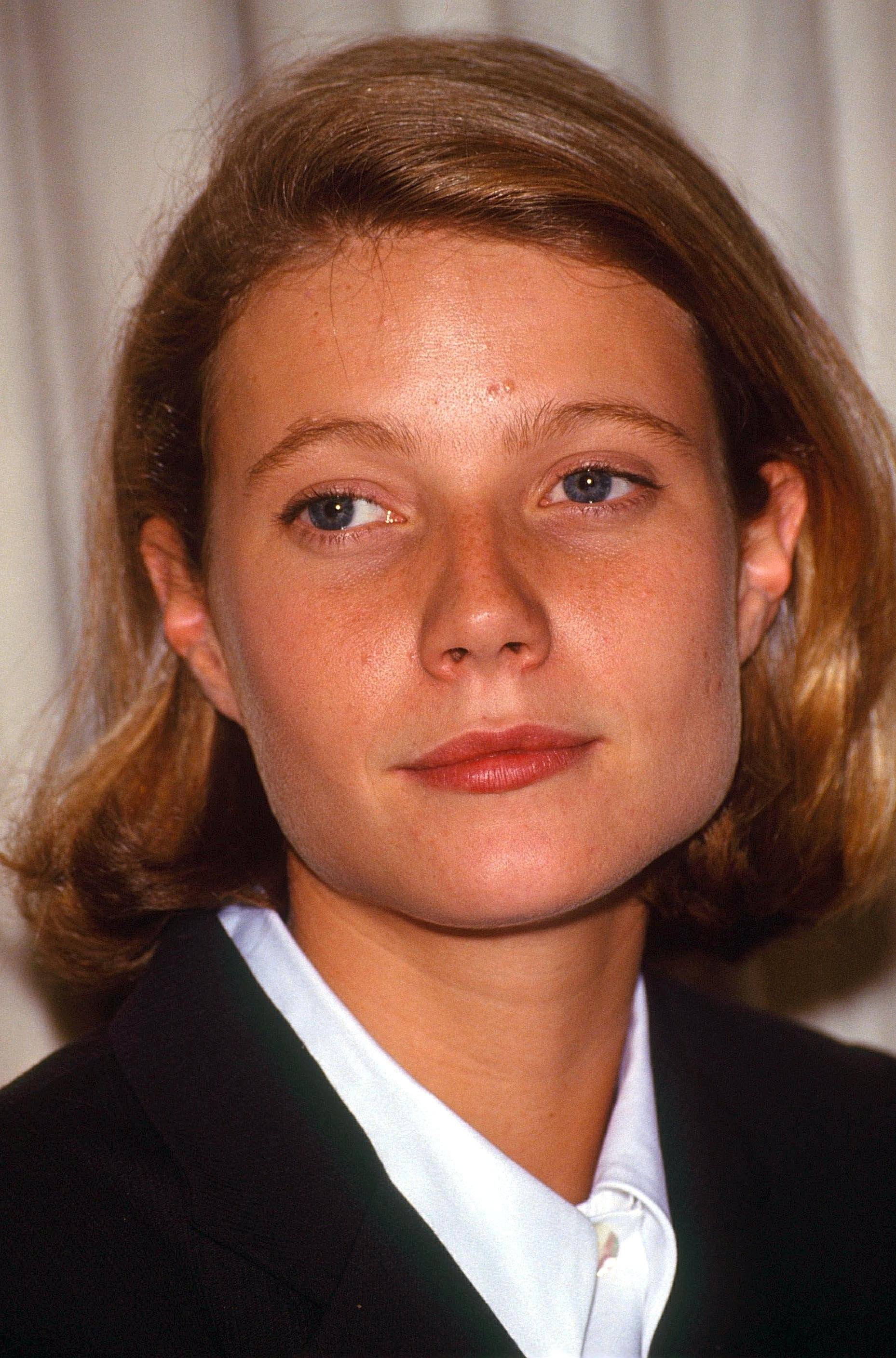 Gwyneth Paltrow with natural blonde bob length hair in side parting.
