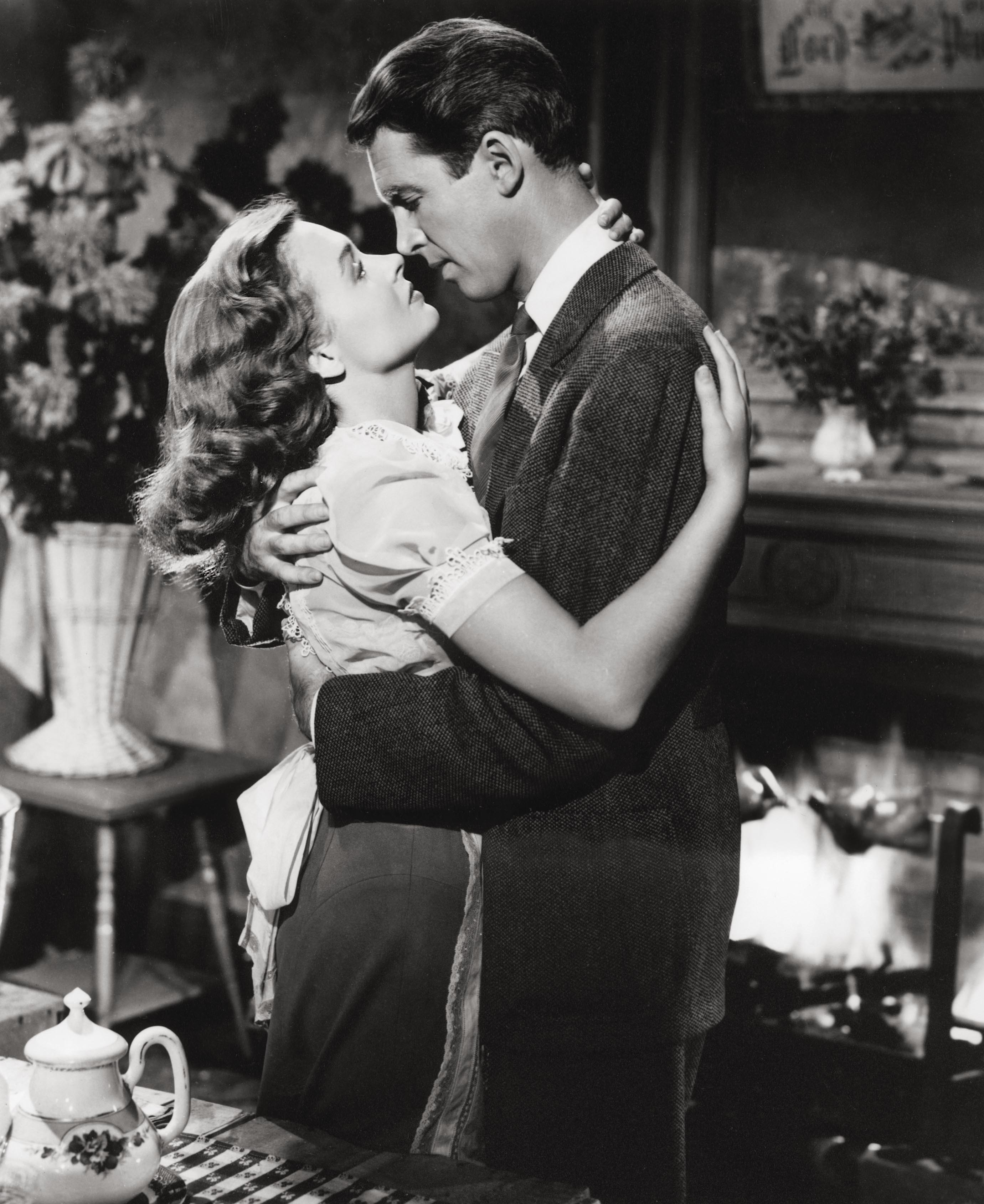 It's a Wonderful Life: Donna Reed as Mary Hatch with her hair styled into loose, vintage curls, being held by George Bailey on set