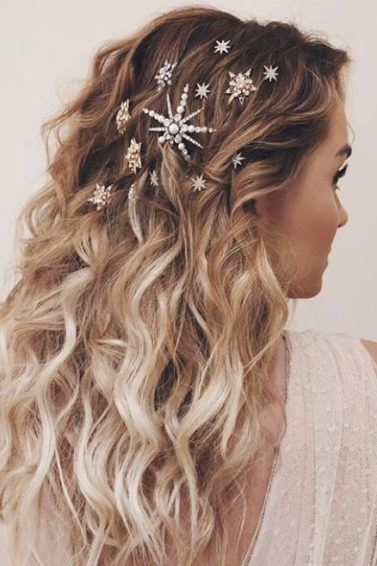 Party hair accessories: Lauren Conrad with long ombre blonde wavy hair pinned with jewelled star hair accessories.
