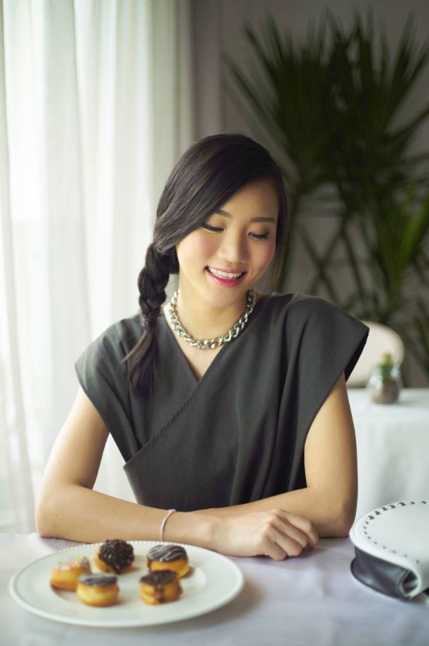 Chinese New Year hairstyles: Woman with dark brown straight hair in a side braid.