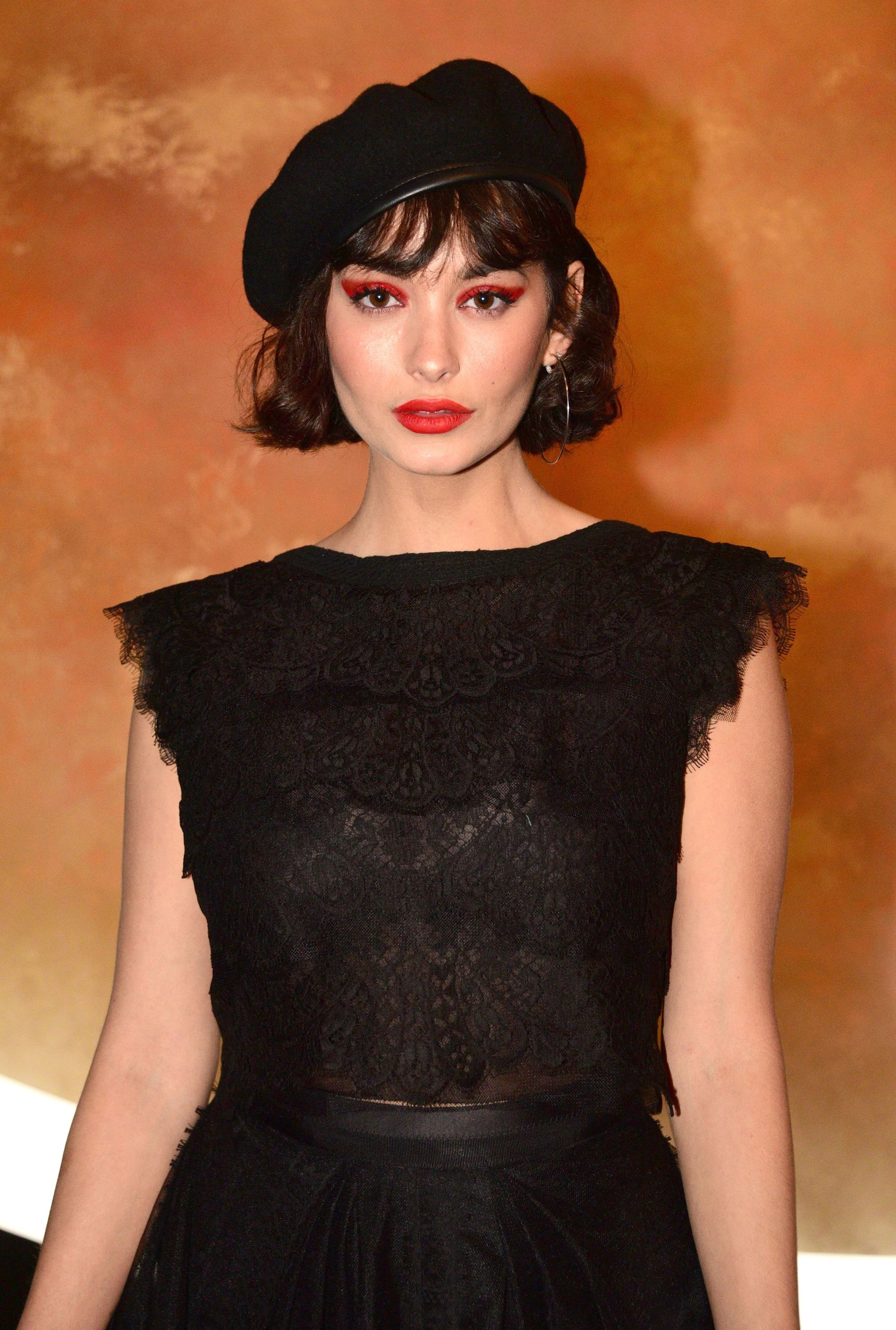 French bob hairstyles: Taylor Lashae with short bob haircut with wispy fringe, wearing all black with beret on the red carpet