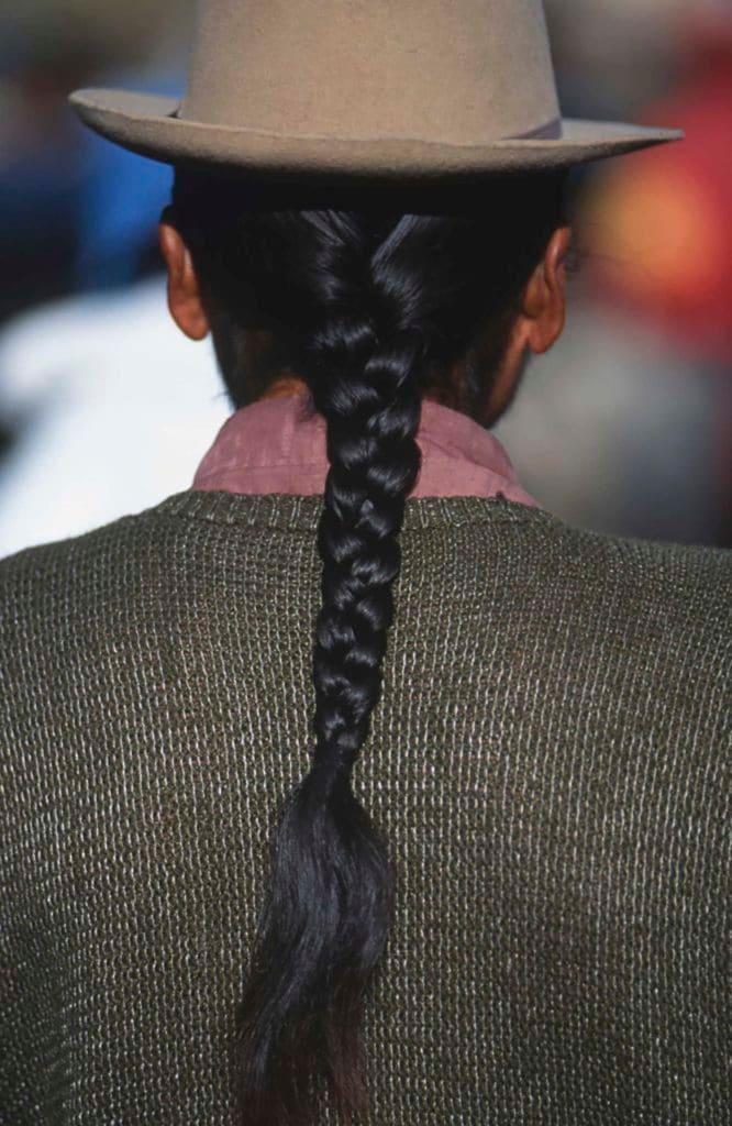 hombres de pelo largo