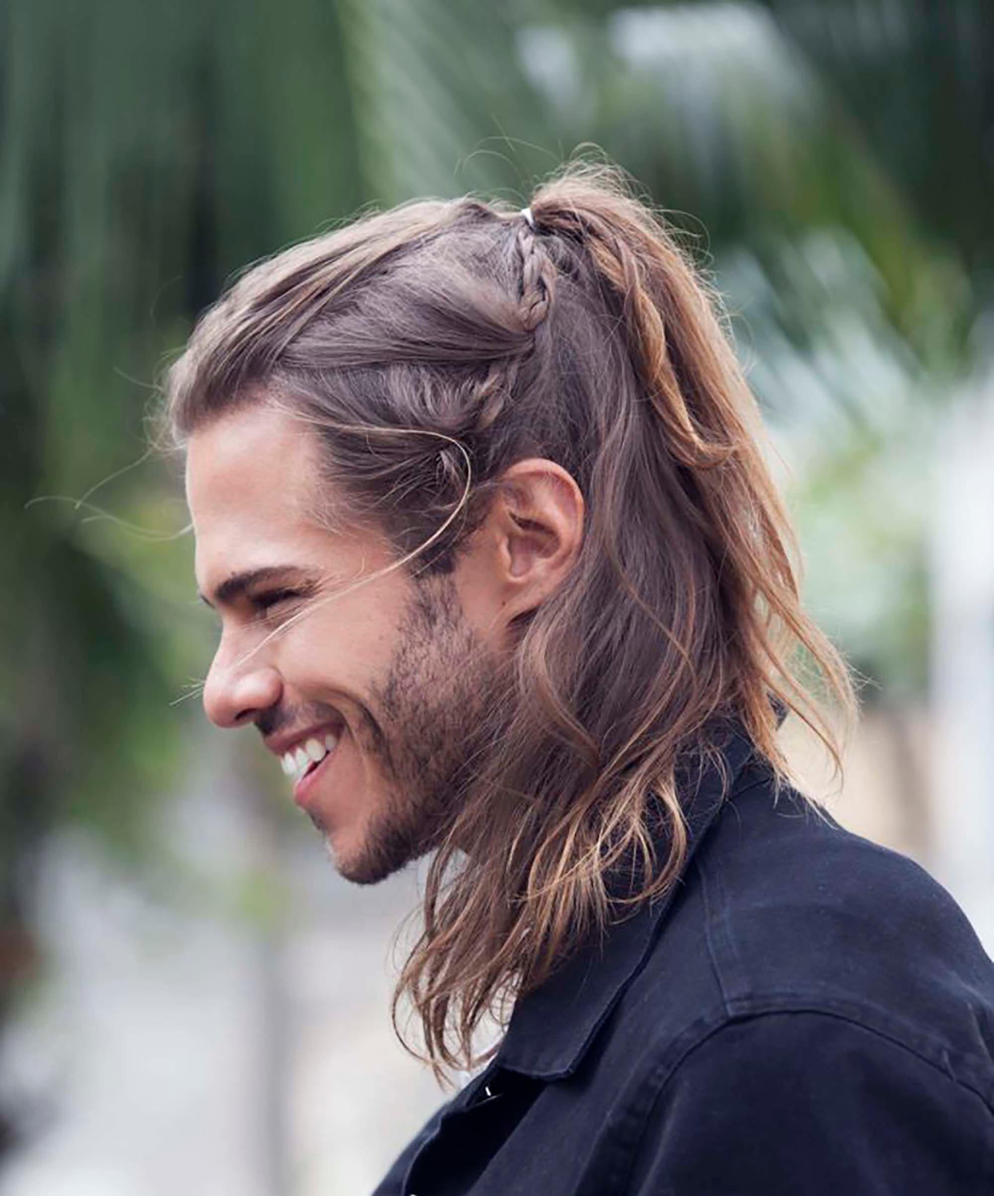 Hombres con el pelo largo fotos