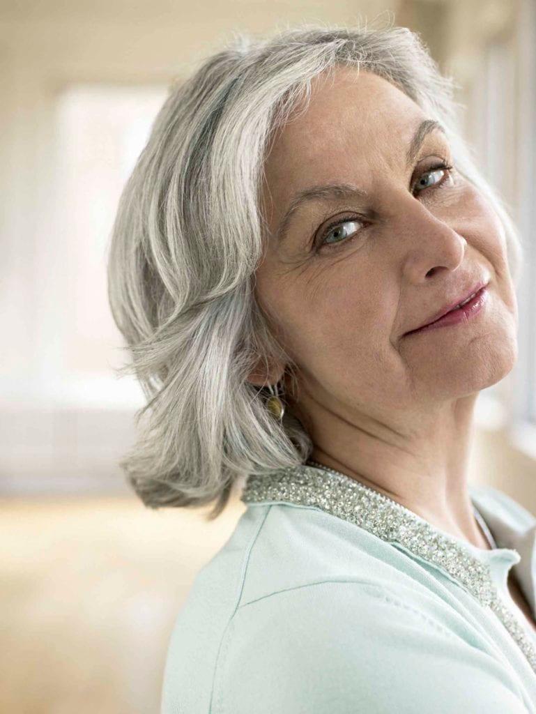 peinados al hombro para mujeres mayores de 40