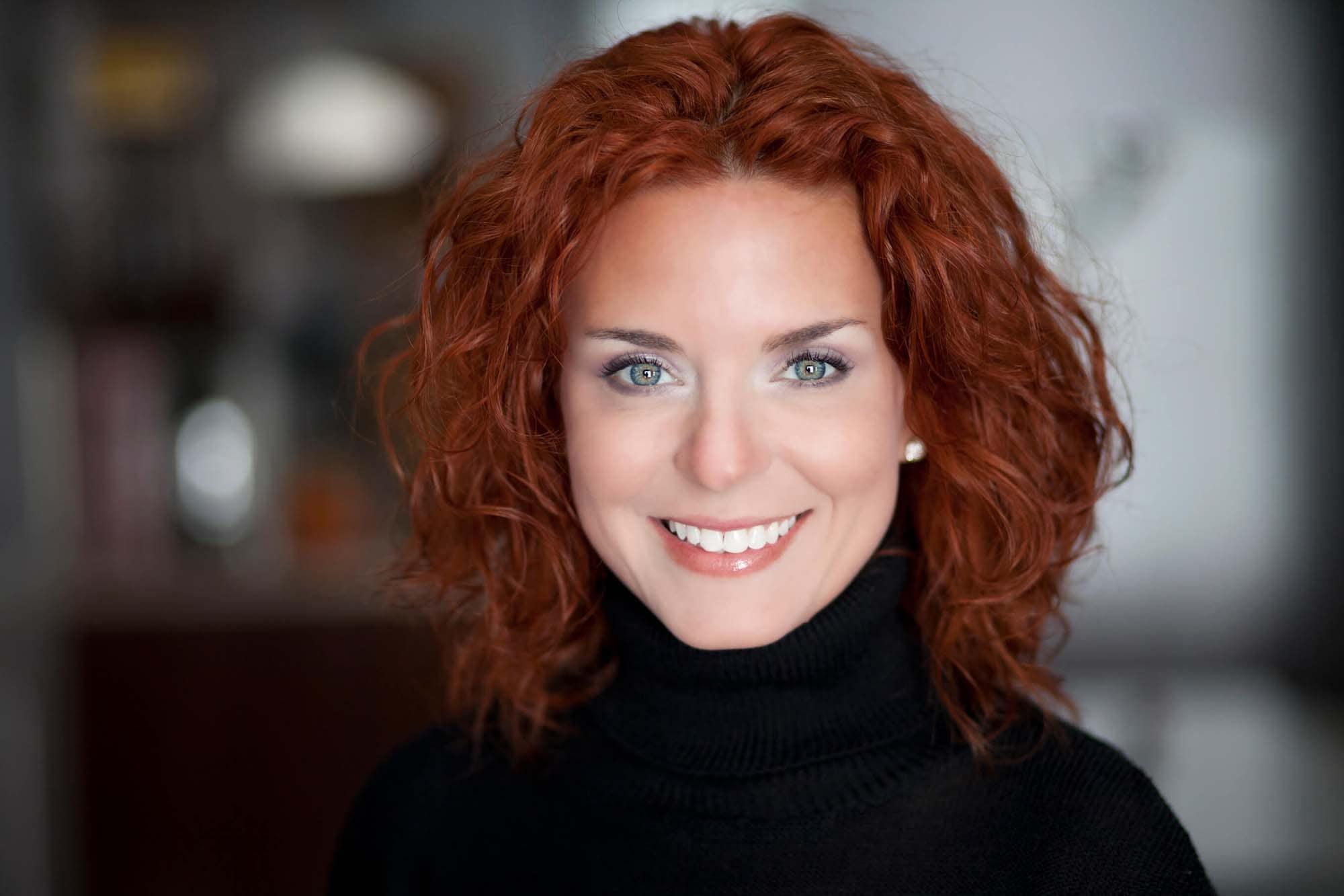 rizar el cabello rojo