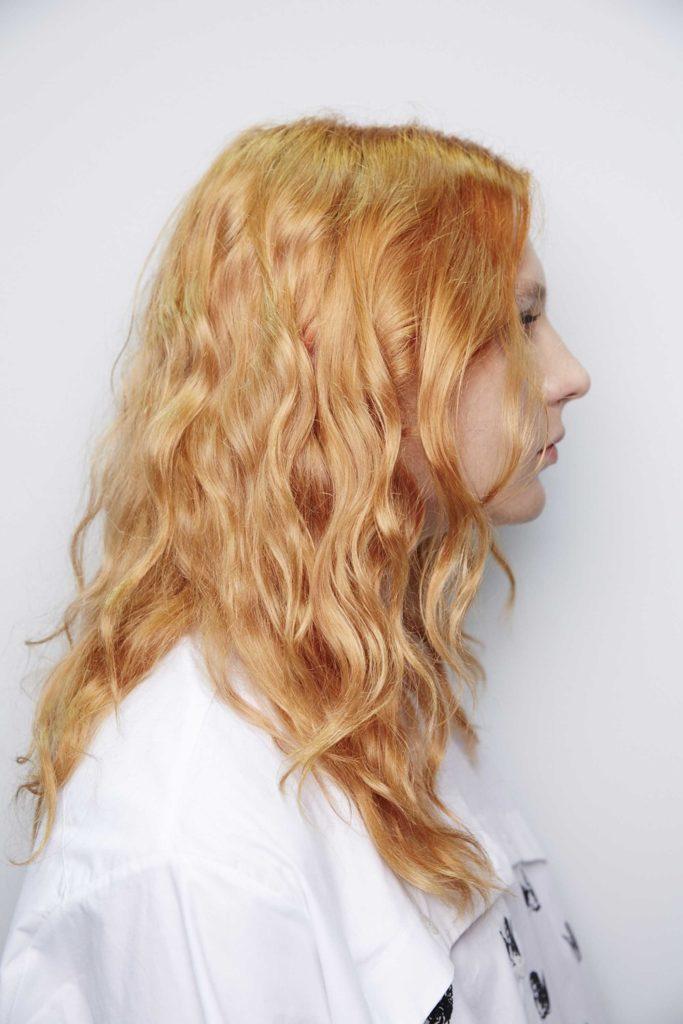 tinte naranja pelo rizado
