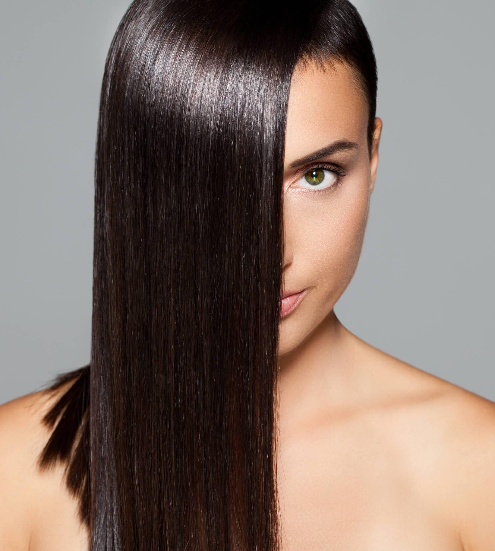 cepillar el cabello lacio con calor pelo liso negro