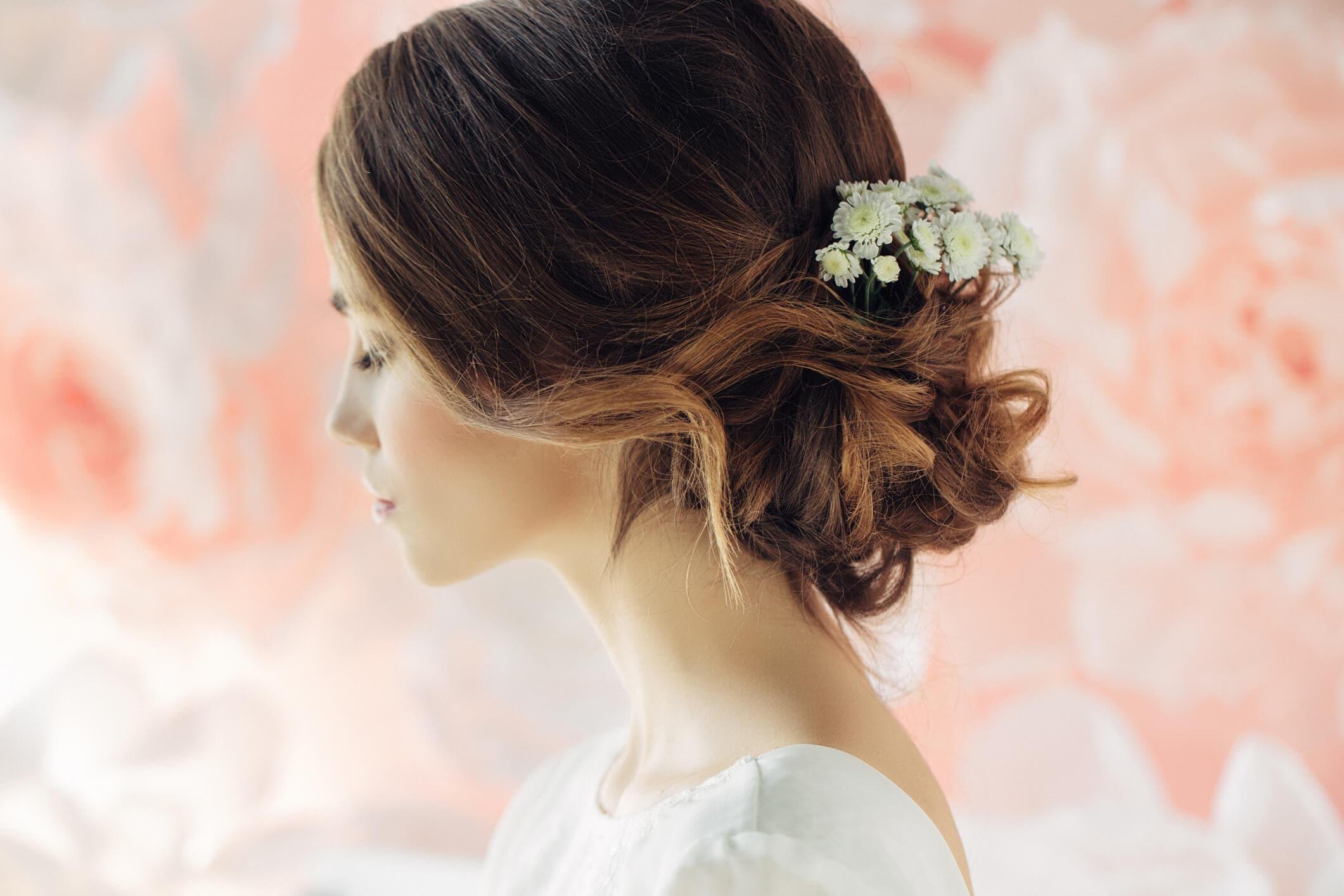 flores de novia para el pelo moño con flores