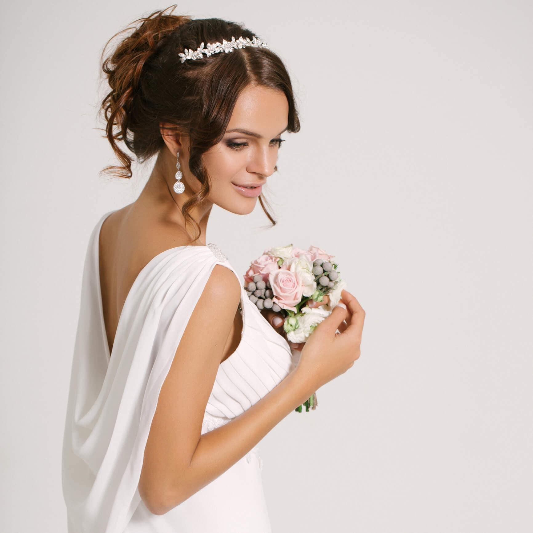 peinados de novia cabello mediano moño griego