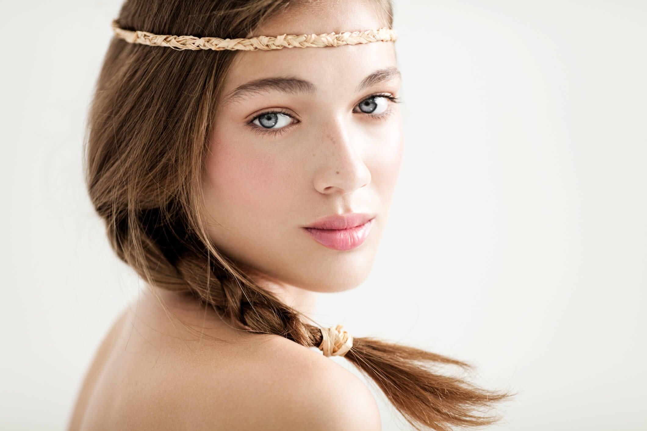 peinados con diadema trenza bohemia