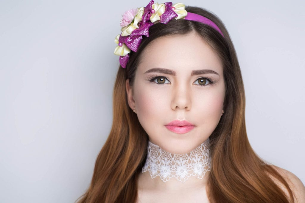 peinados con tiara lacio clásico