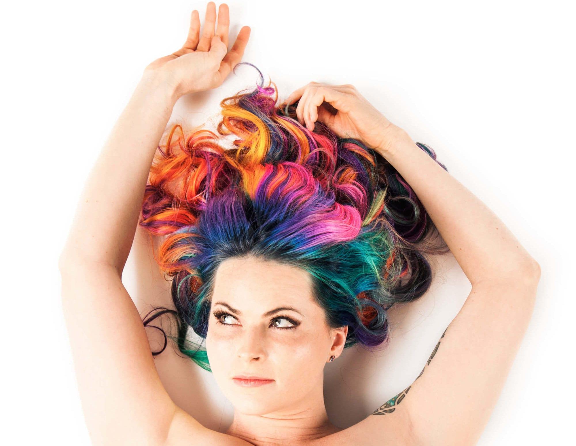 cabello arcoíris negro