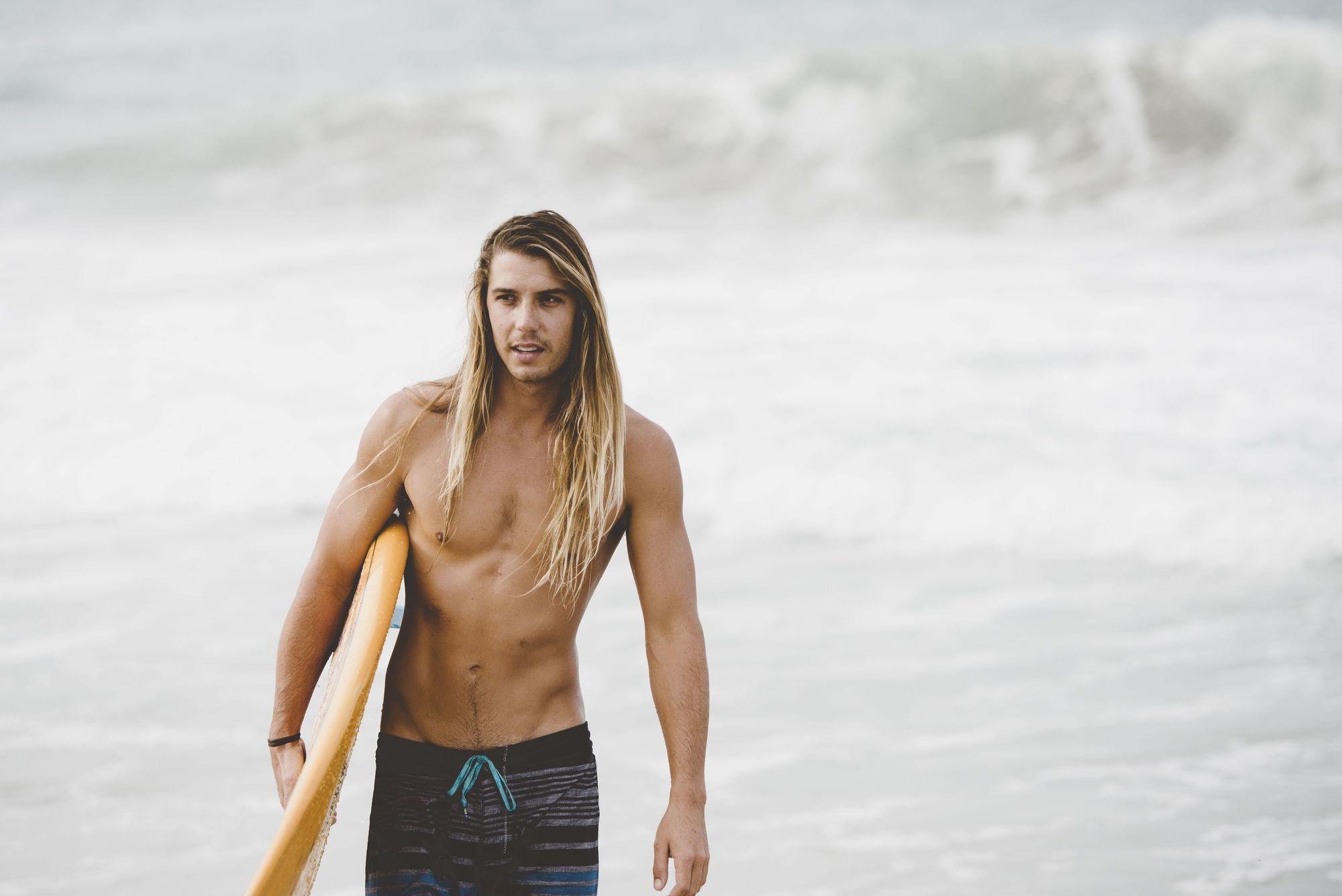 мужчины и длинные волосы
