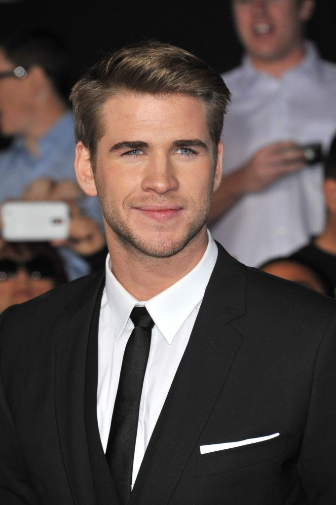 easy-harstyles-for-guys-liam-hemsworth-side-part