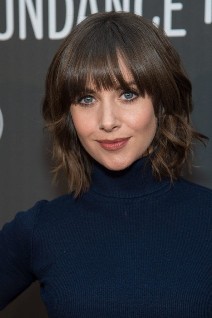 prom-hairstyles-for-short-hair-alison-brie-soft-curls