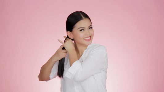 Our easy festive bow ponytail tutorial with Anna Victorino