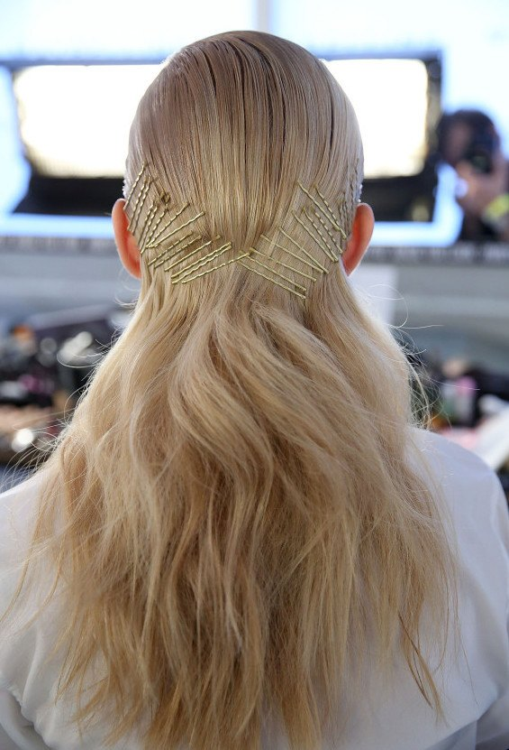 bobby pin hairstyles Cushnie Et Ochs