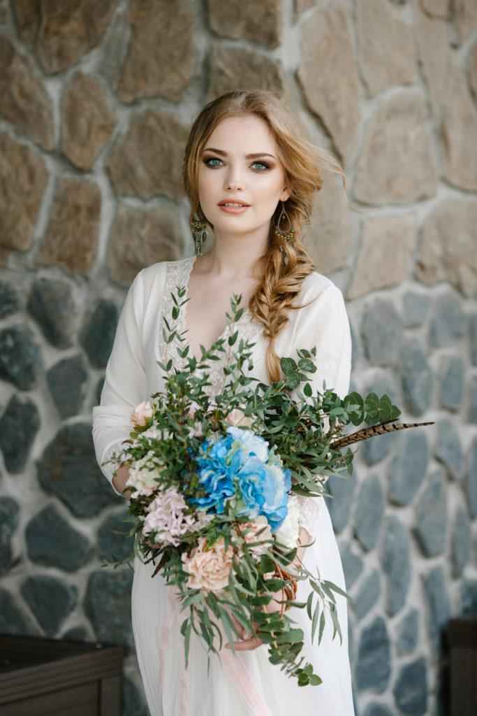 loose-fishtail-side-braid-bridal-hairstyle