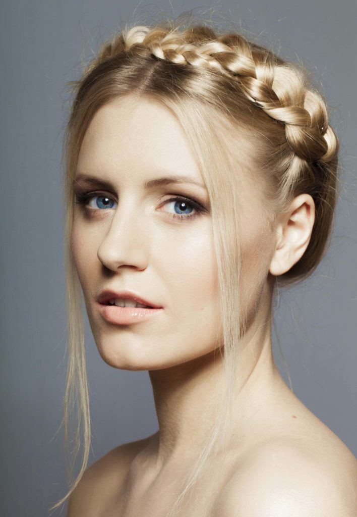 Crown Hair The Romantic Braided Hairstyle That S Born For