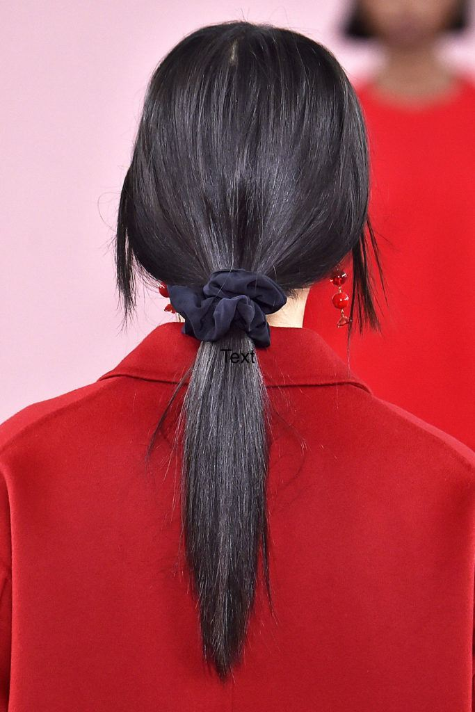 90s hair trends in 2018 - scrunchie
