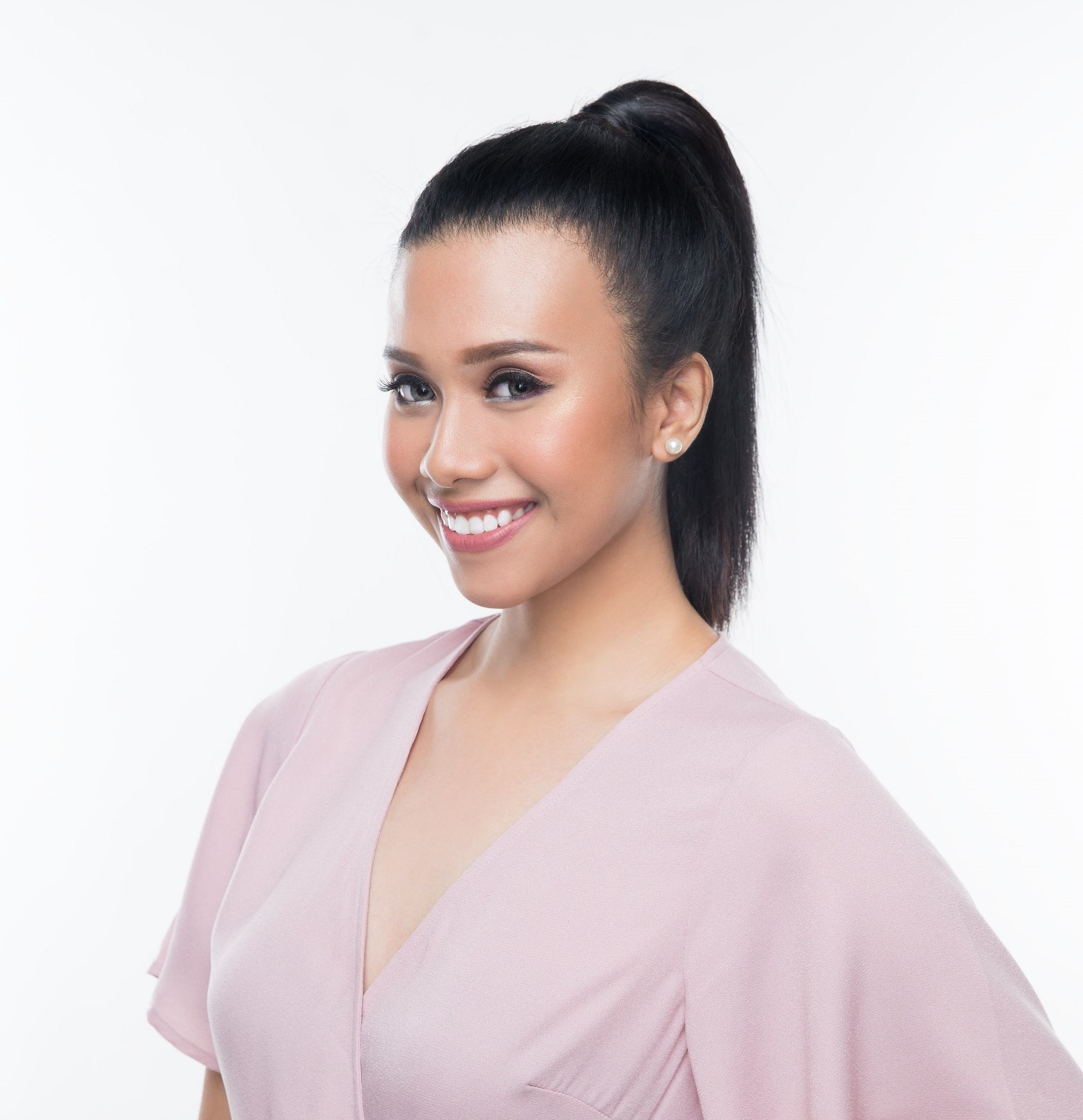 Easy commuter-friendly hairstyles: Asian woman with long black hair in a high ponytail wearing a pink blouse