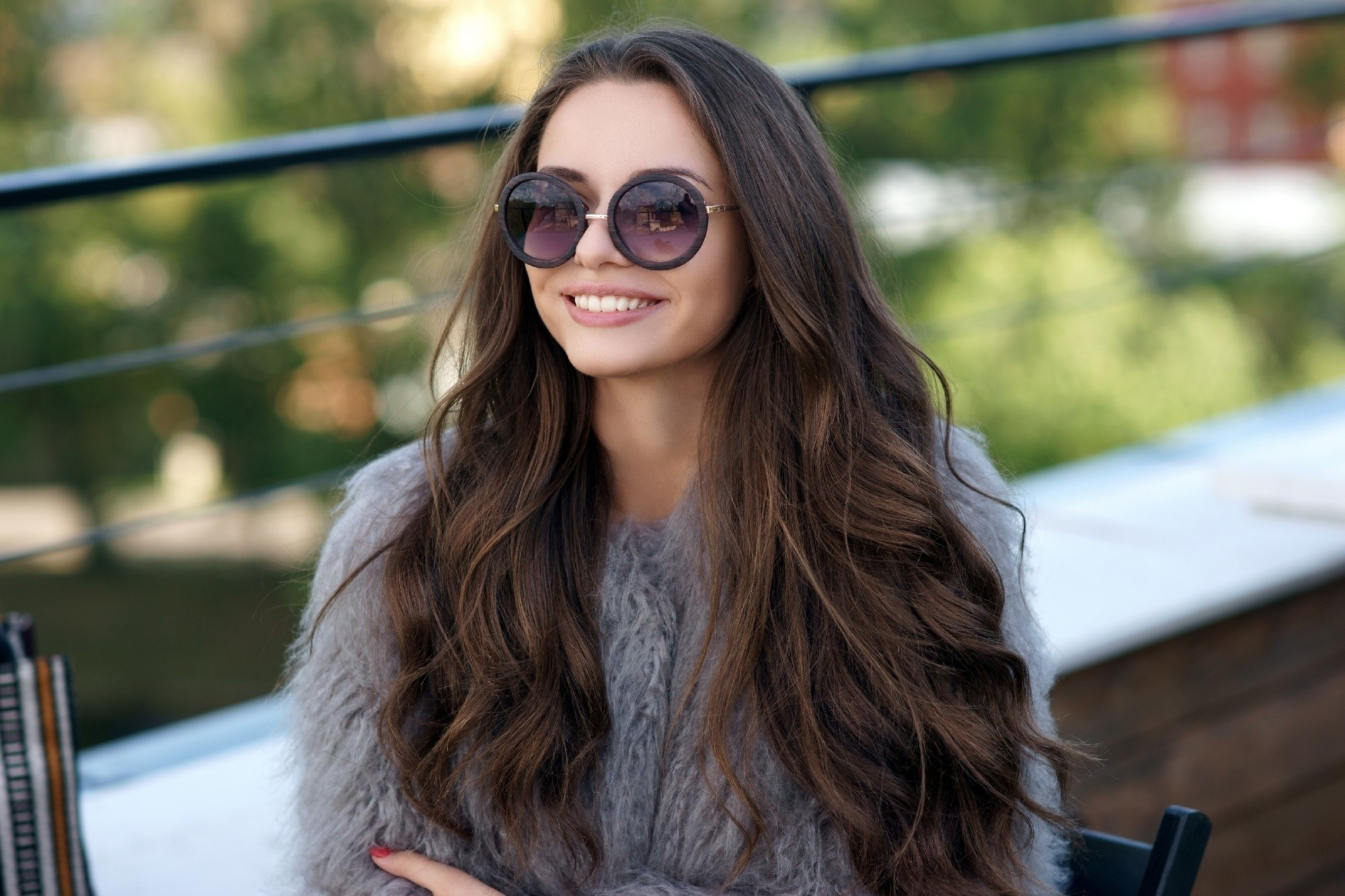 cute hairstyles for long hair - Long and wavy shutterstock