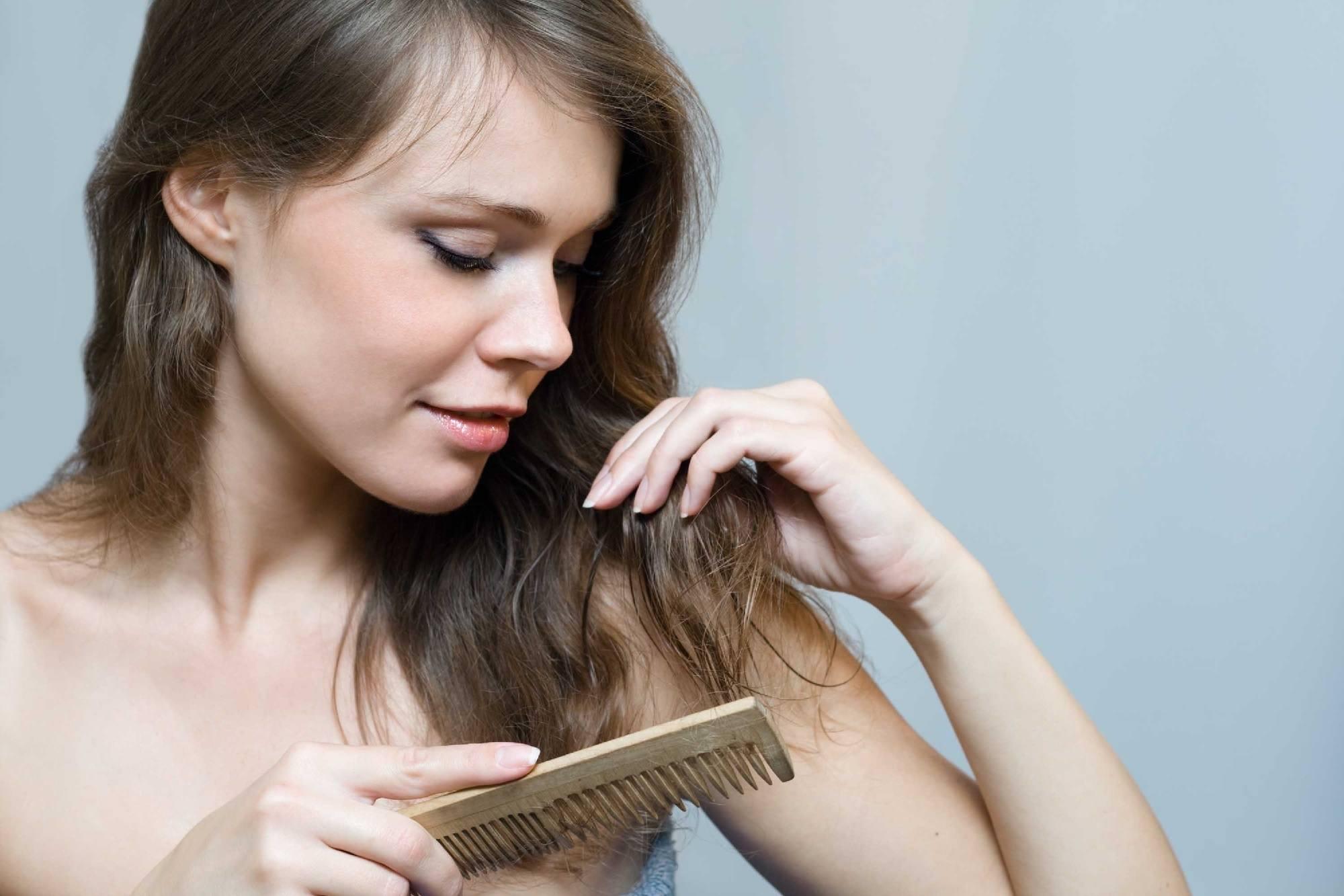 Rainy day hair care tips - Detangle