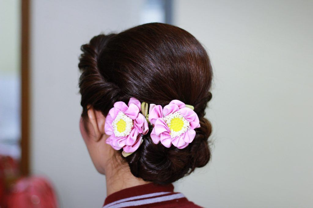 Vintage hairstyles - Gibson roll Credit: Shutterstock