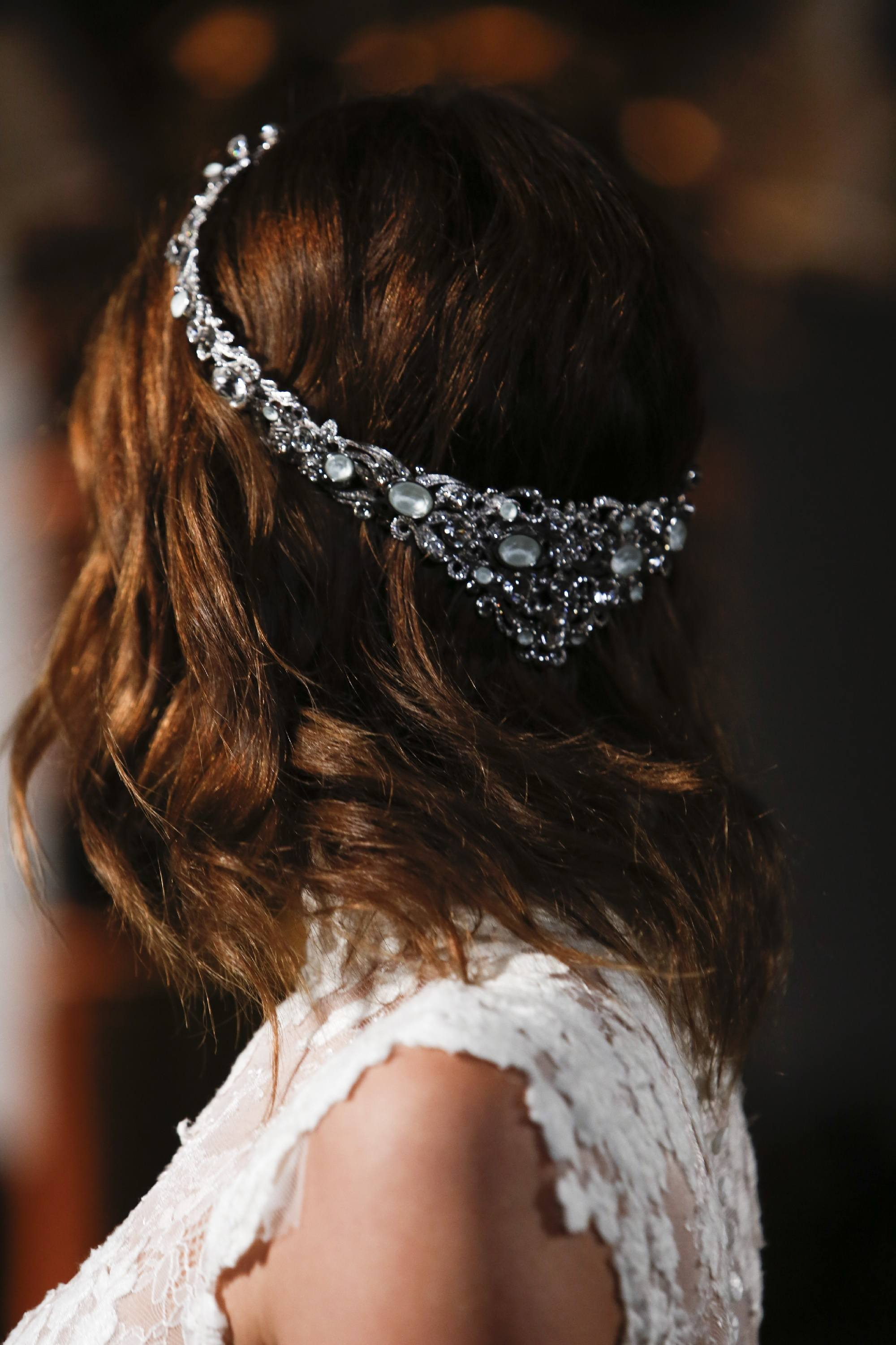 wedding hairstyles for short hair - better from behind Indigital