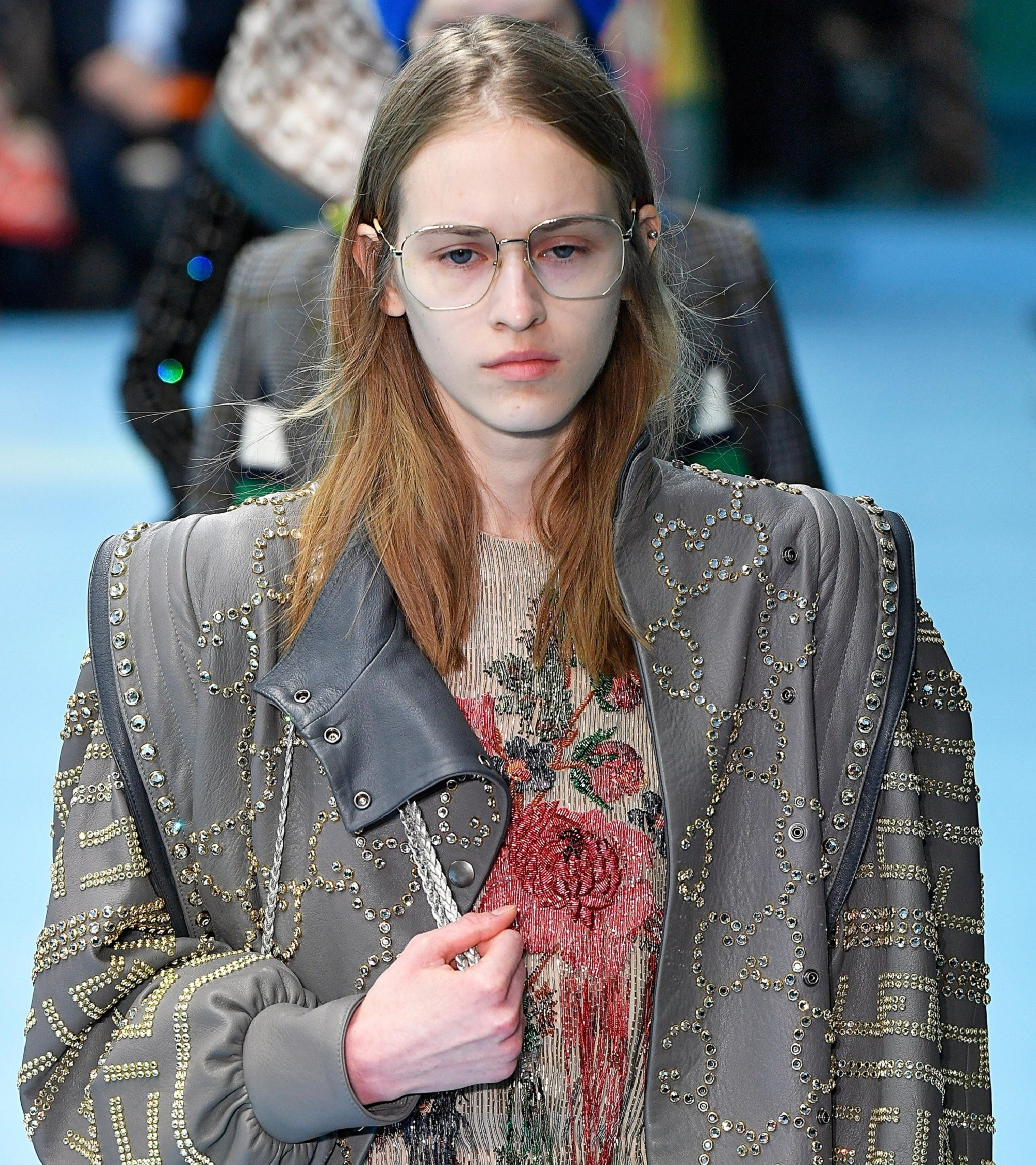 Straight hairstyle for glasses wearers