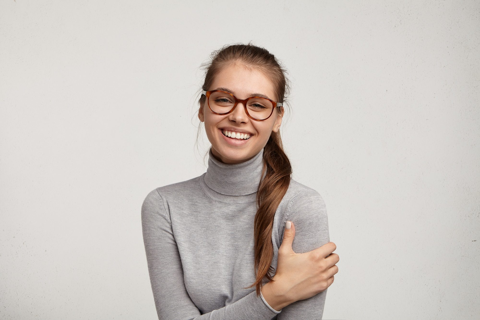 Side ponytail hairstyle for glasses wearers
