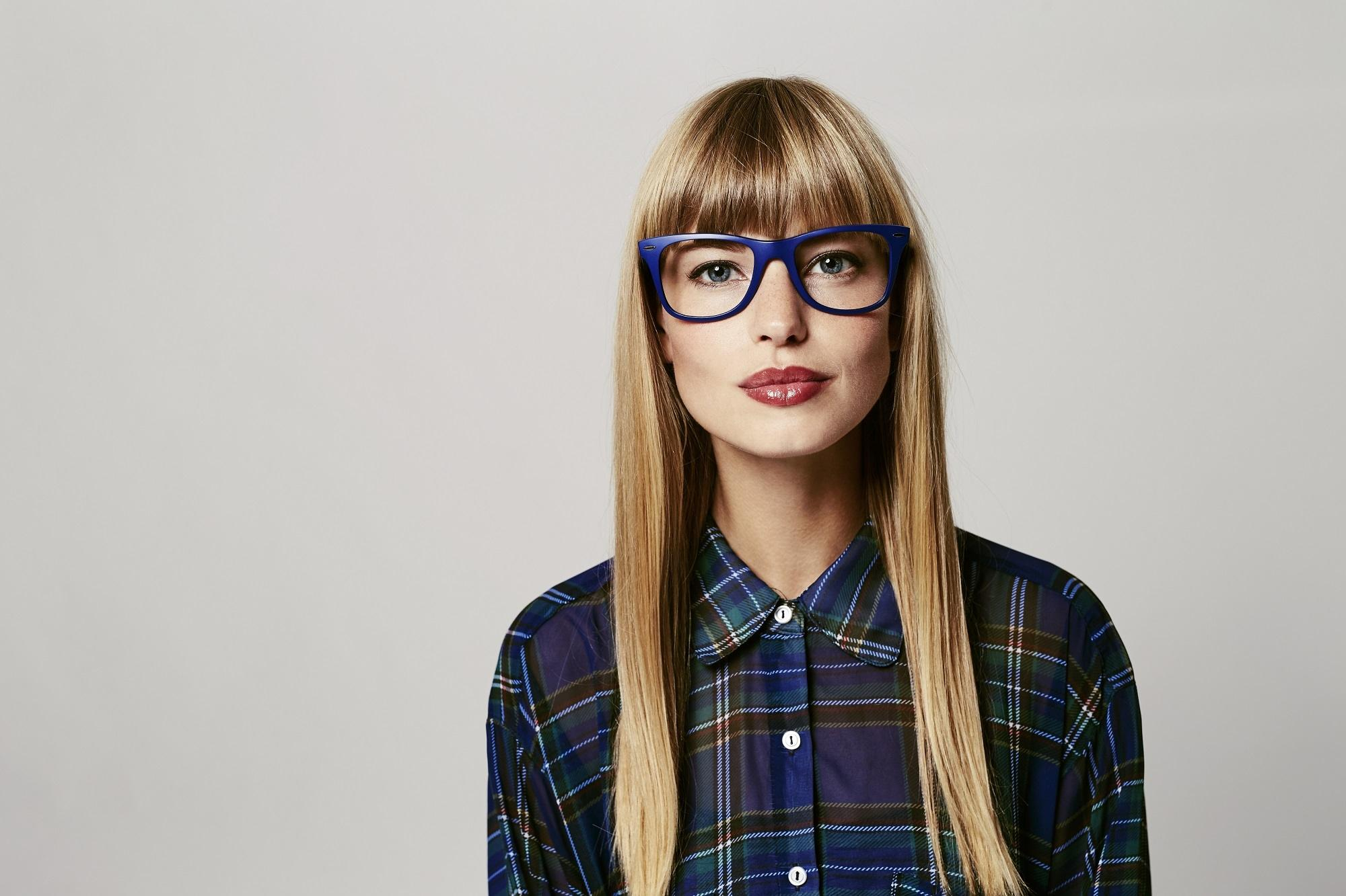 Girl with blunt bangs: Hairstyles for glasses wearers