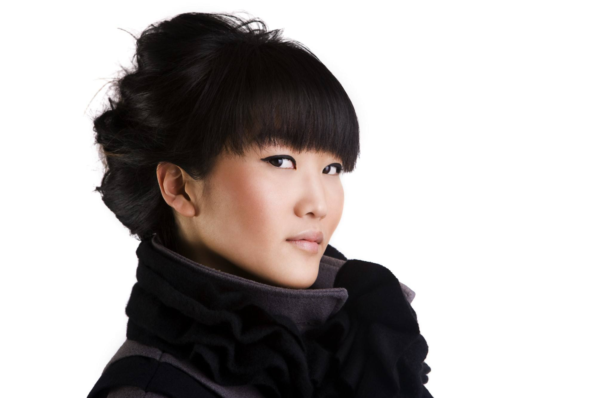 Japanese hairstyles: Woman with casual updo