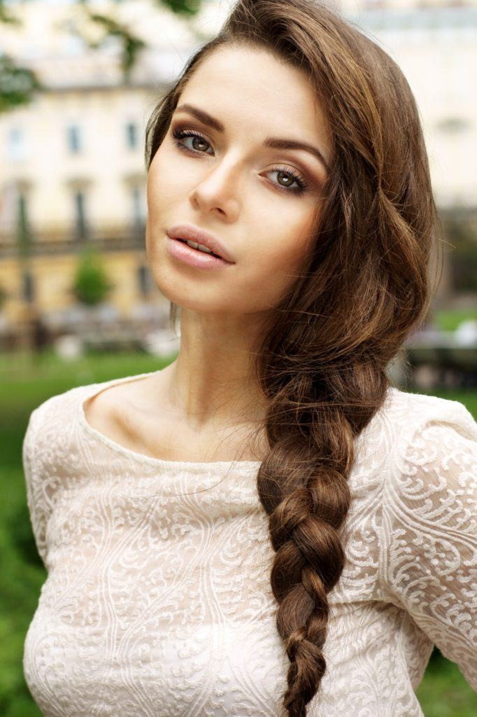 Easy hairstyles for long hair: Side braid