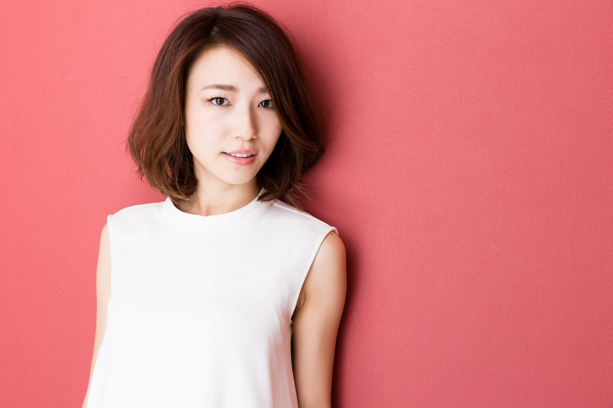 Party hairstyles for short hair: Asian woman with bouncy layered bob