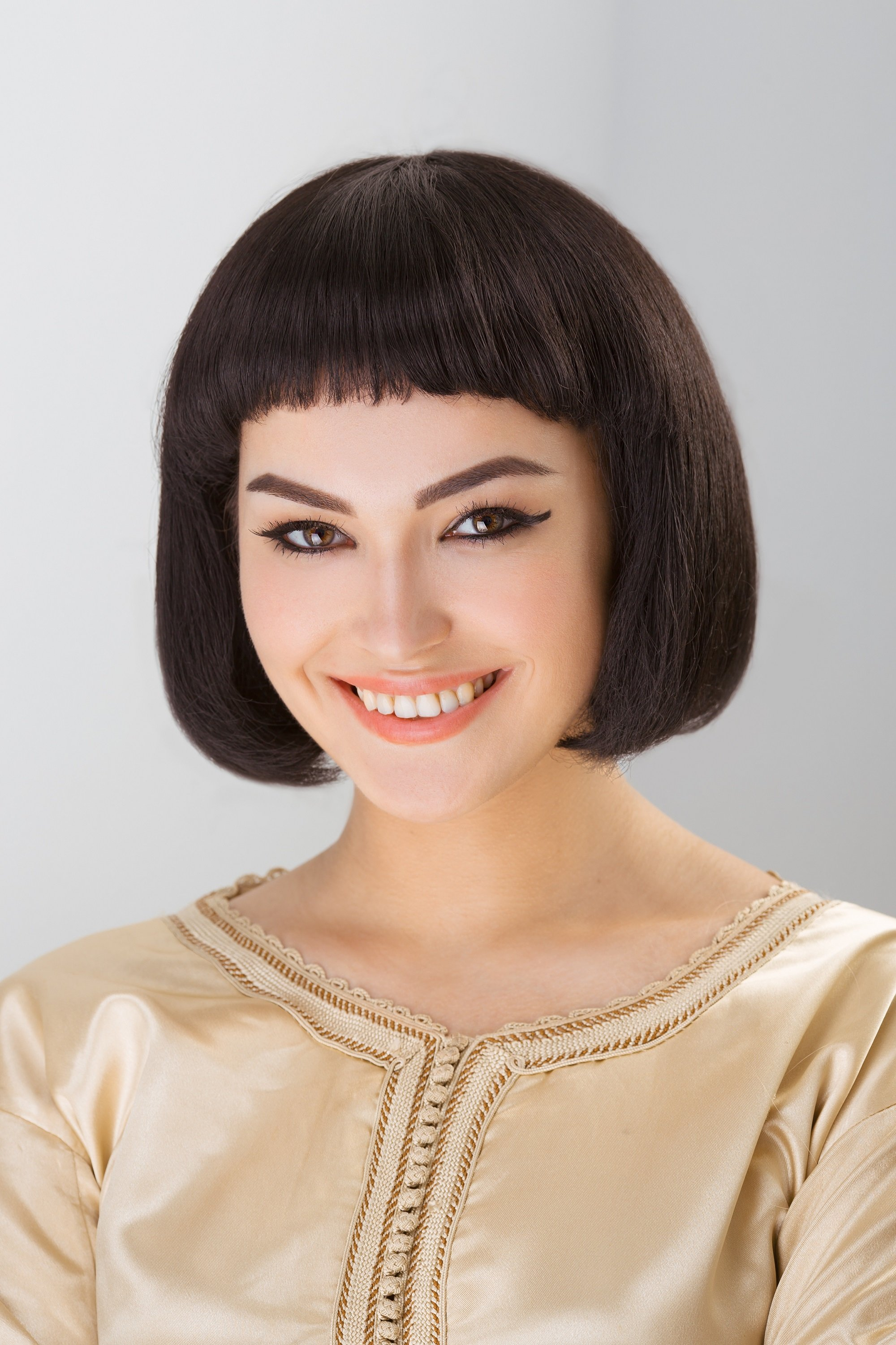 Straight bangs: Woman with baby bangs and chin-length bob
