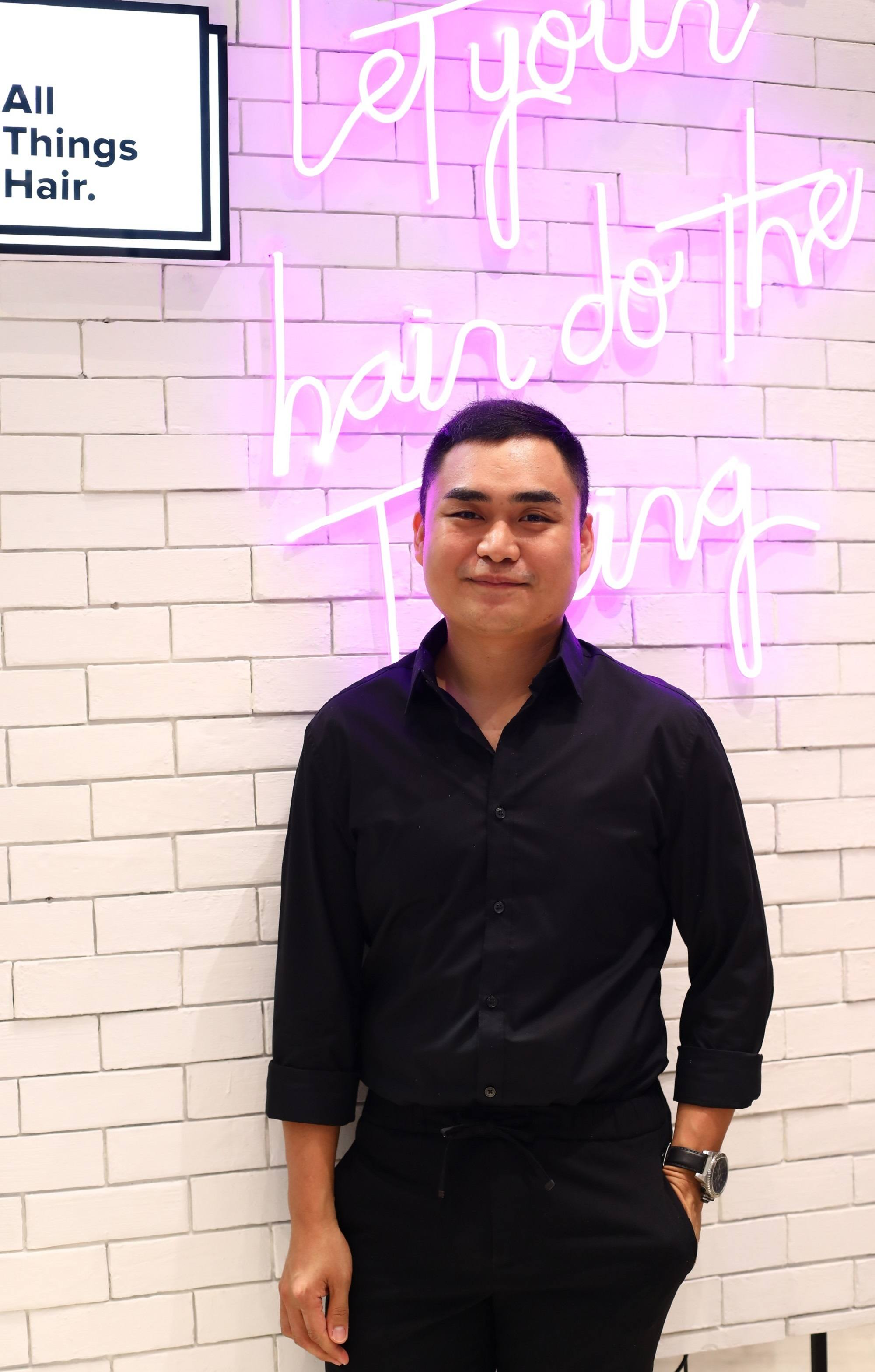 Hairstylist Jay Wee at the All Things Hair Live Booth