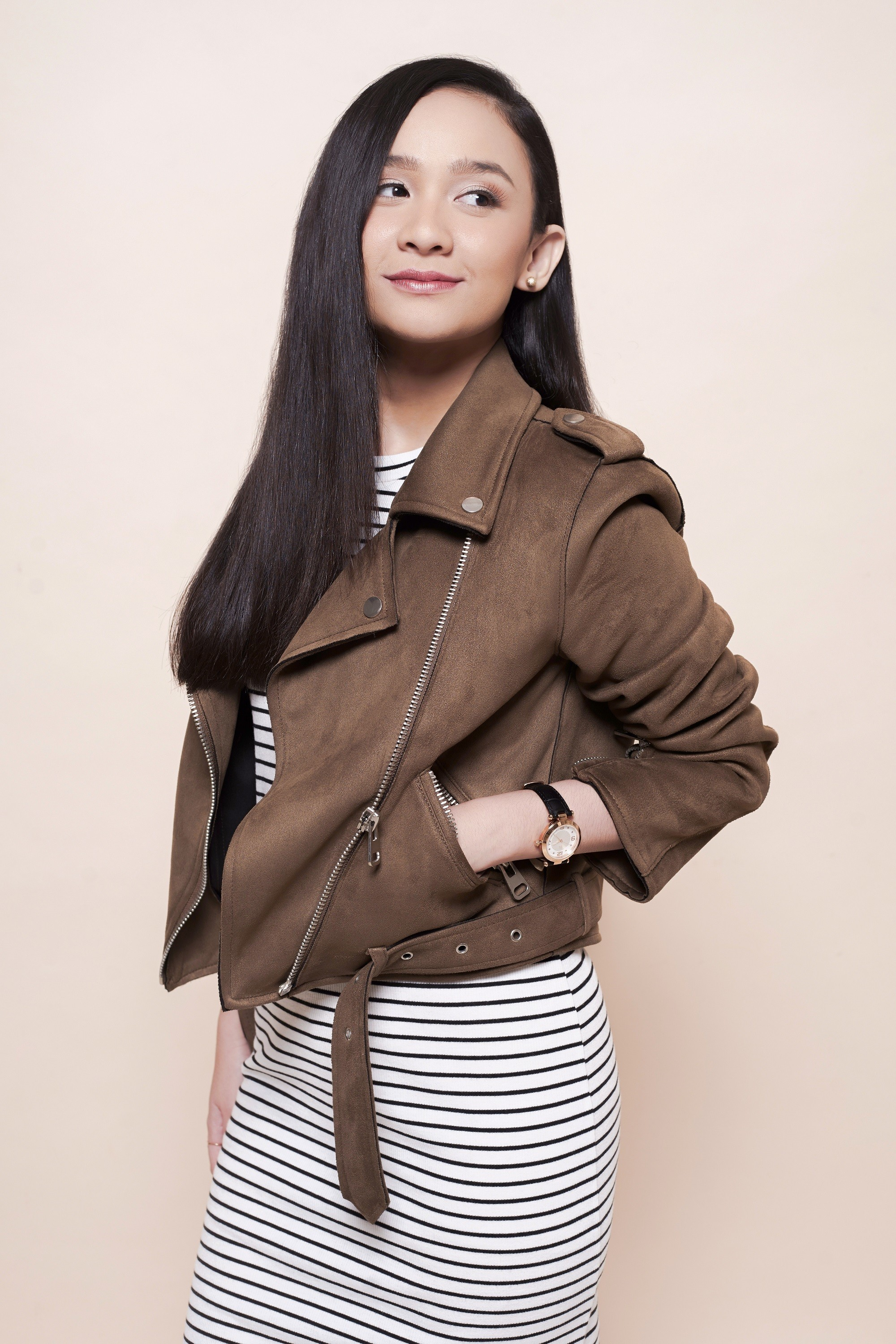 All things hair x Jay Wee: Asian girl with long straight hair