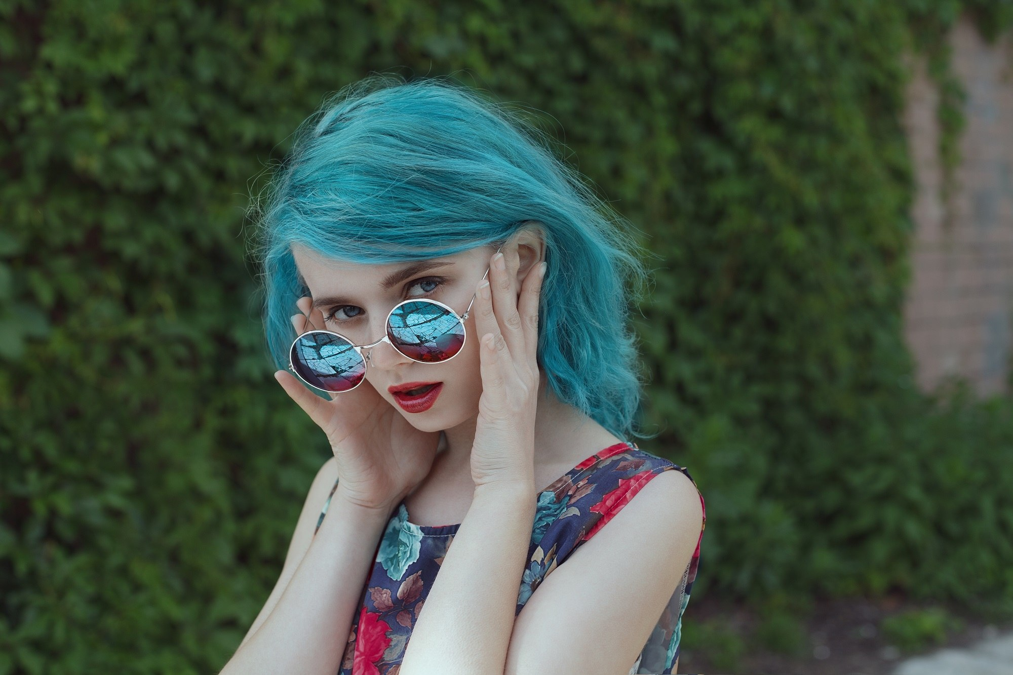 Blue hair: Woman with pale skin and teal hair