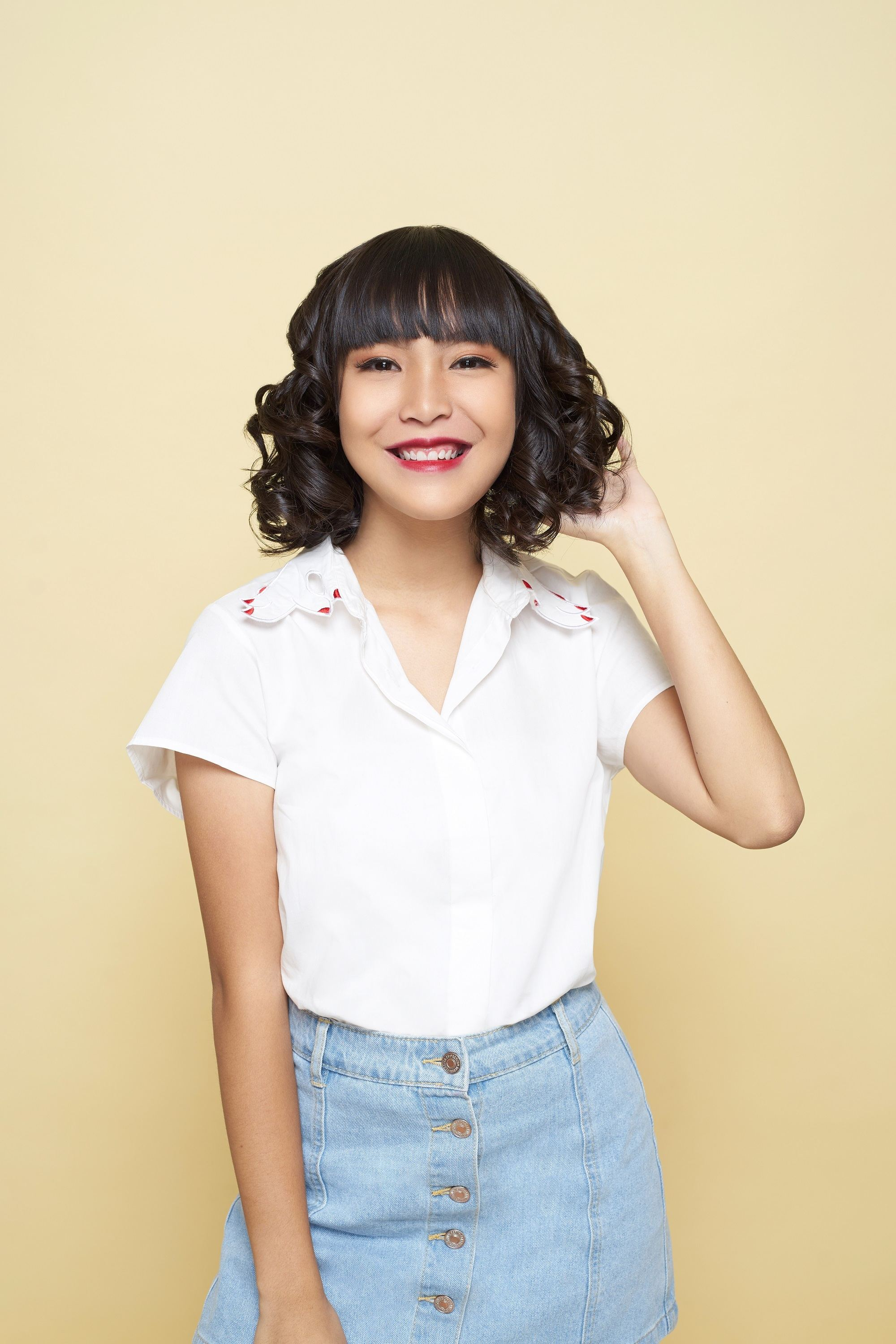 Easy hairstyles for medium hair: Asian woman with lob and spiral curls