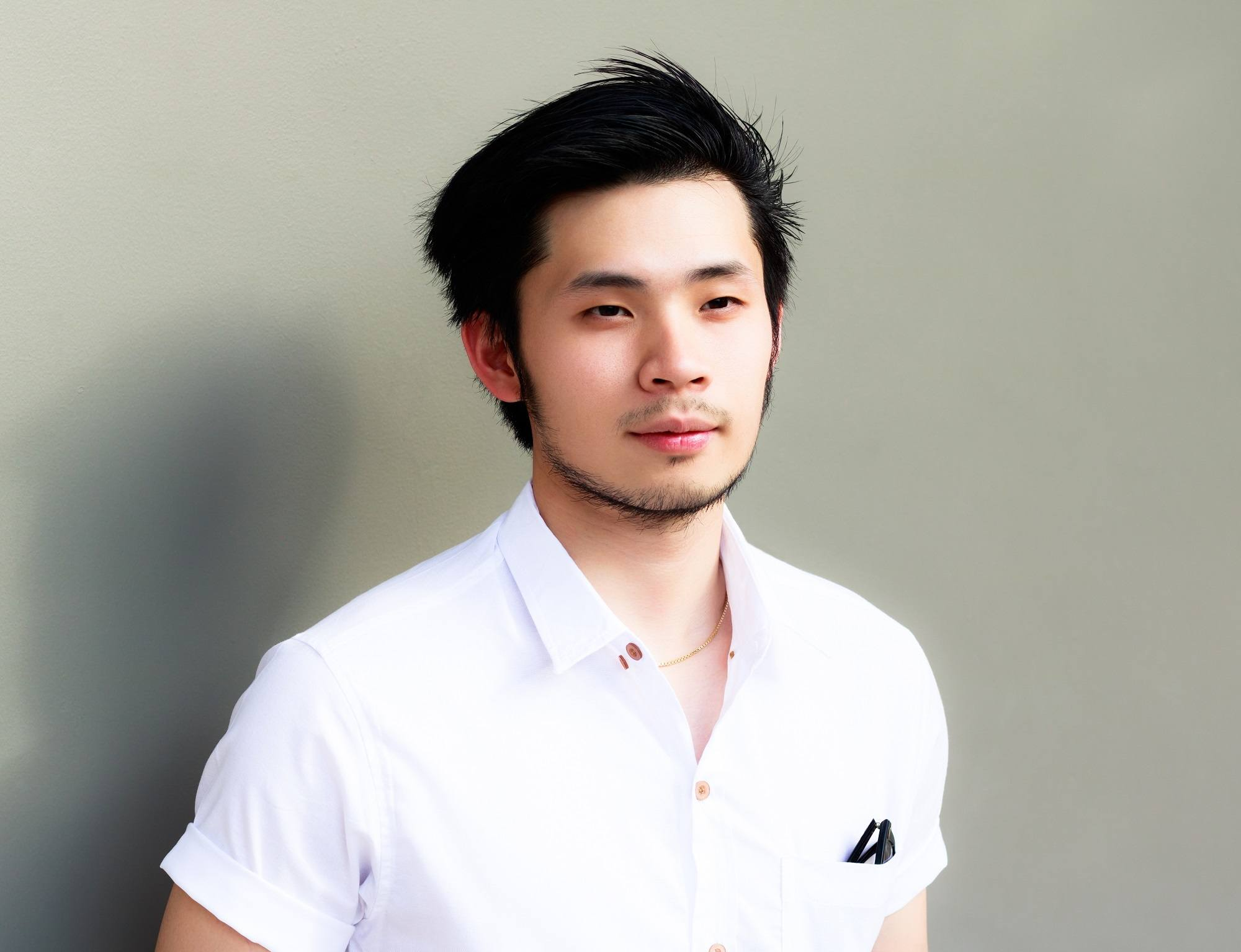Asian hairstyles men: Asian man with comb over hairstyle