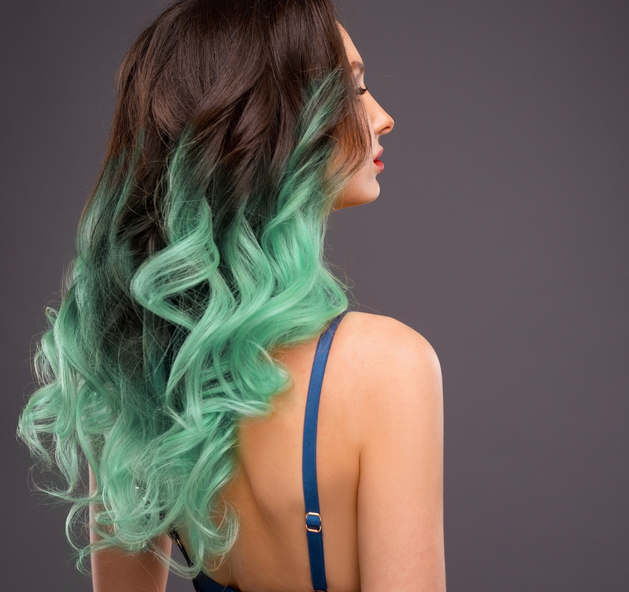 Green hair: Woman with long dip dyed wavy hair