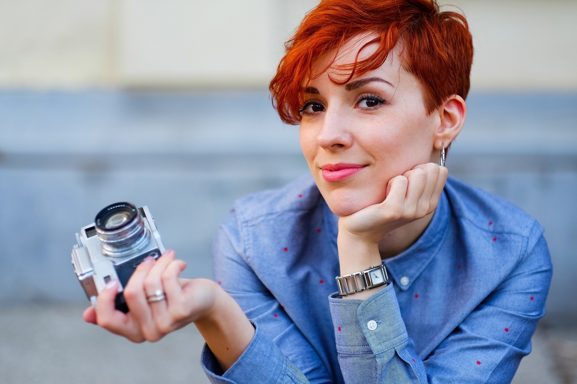 Short red hair: Woman with red pixie cut