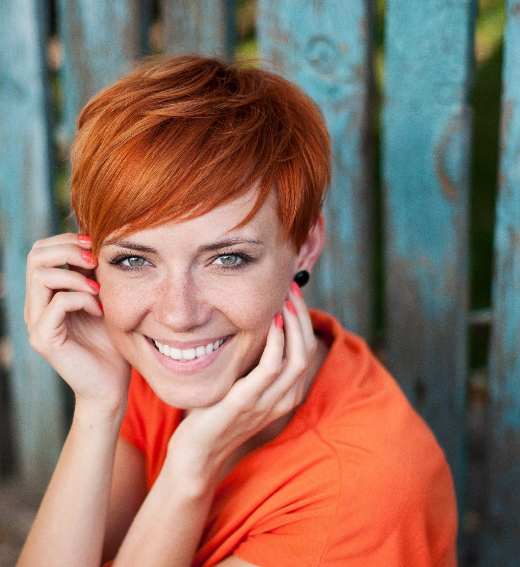Short red hair: Woman with ginger pixie cut hair