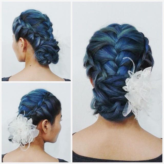 ทรงผมเปียเจ้าสาว เปียเกล้า ผมสีน้ำเงิน ผมเกล้าดอกไม้