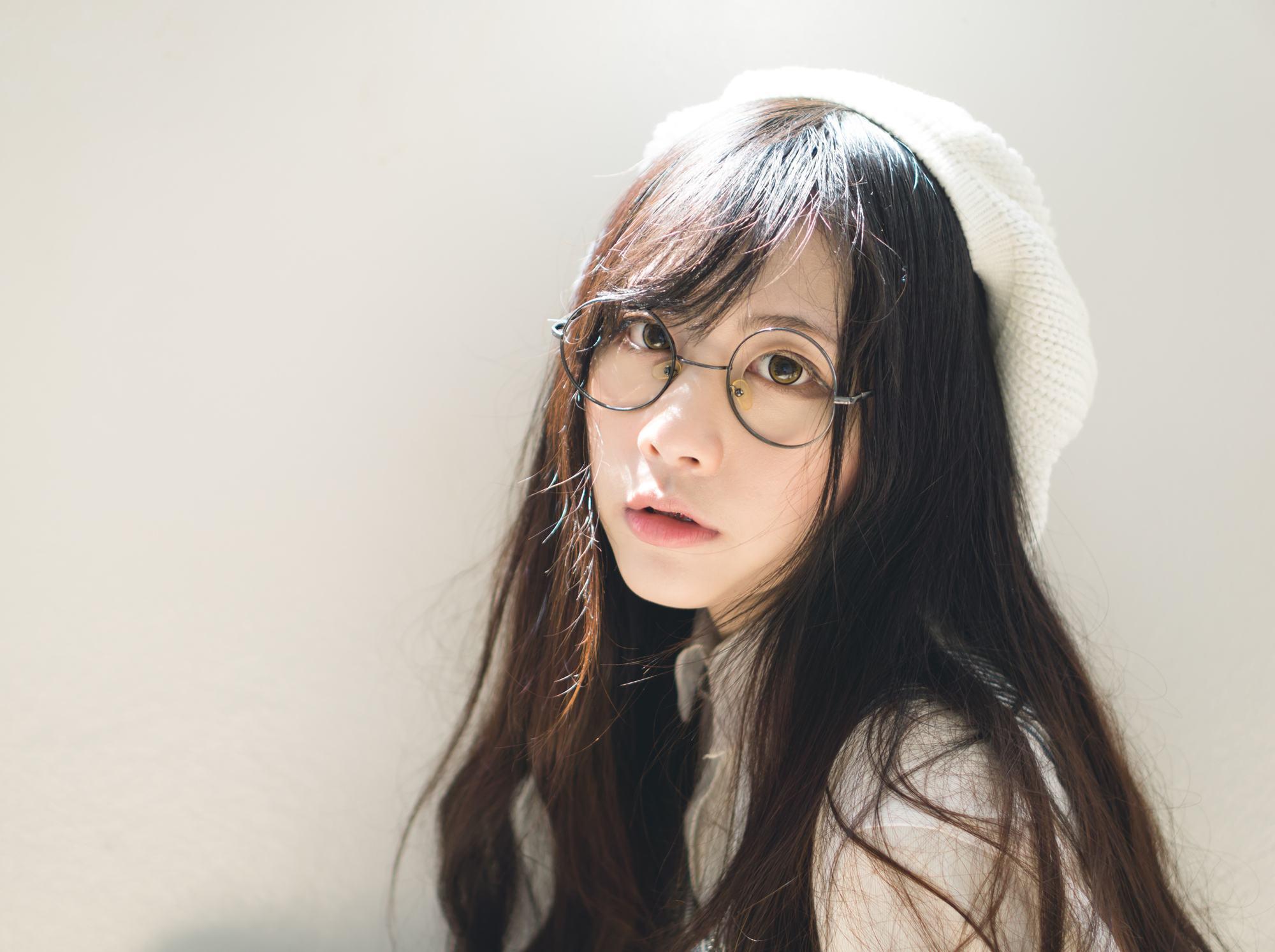 ผมยาว สาวแว่น